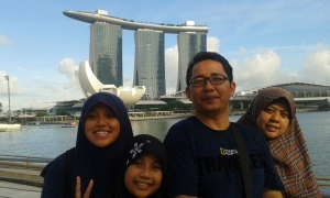 Kk, Ade, Saya, & Ummi (dari kanan ke kiri)