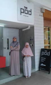 Kk & Ade depan The Pod Beach Road