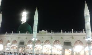 Kubah hijau Mesjid Nabawi, foto diambil dari dalam Mesjid saat atap terbuka