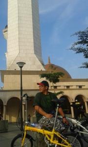 Depan Mesjid Agung Bandung