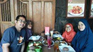 @ Pak Ndut, jl Binamarga, Bogor