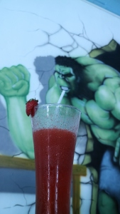 Hulk Minum Strawberry