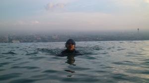 Kk berenang di ketinggian